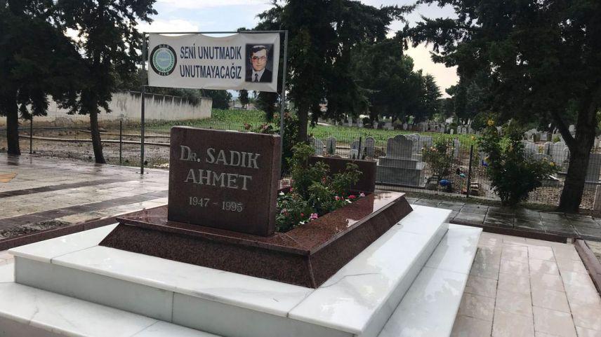 Unutulmaz dava insanı Dr. Sadık Ahmet anılıyor