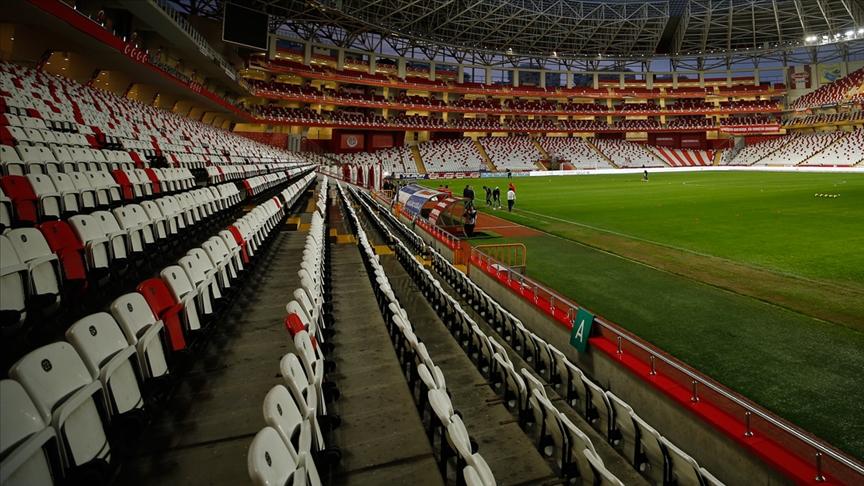 Türkiye'de yeni sezonda statlara kapasitelerinin yüzde 50'si kadar seyirci alınacak