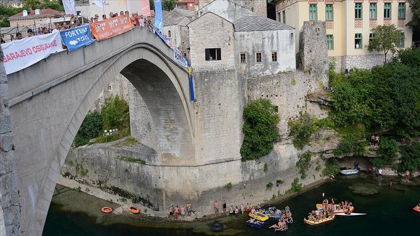 Bosna Hersek'te 455. Geleneksel Mostar Köprüsü Atlayışları yapıldı
