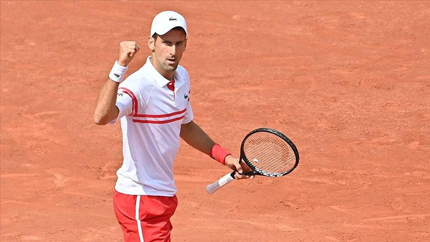 Sırp tenisçi Djokovic Tokyo'da üst tura çıktı