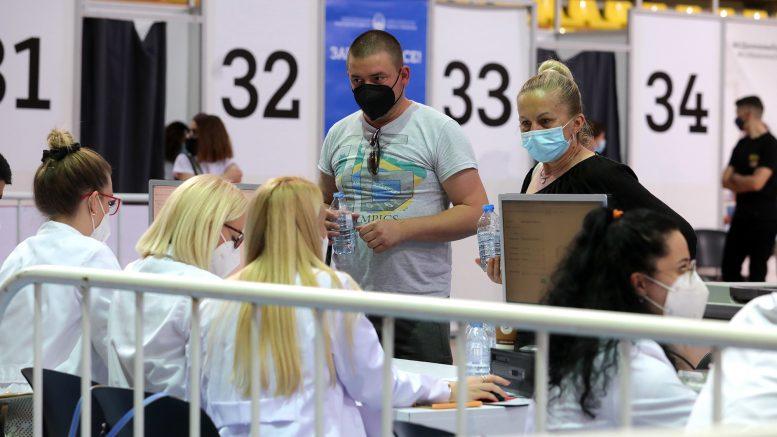 K. Makedonya'da bir günde 17 bin 521 vatandaş aşı oldu