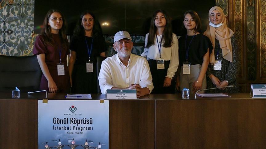 Balkanlı öğrenciler Mustafa Kutlu'yu ve eserlerini anlattı