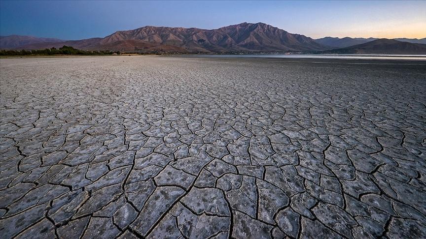 Dünyada iklim değişikliğini kişisel tehdit olarak algılayanların arttığı belirtildi