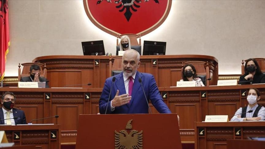 Arnavutluk'taki yeni hükümet mecliste güvenoyu aldı