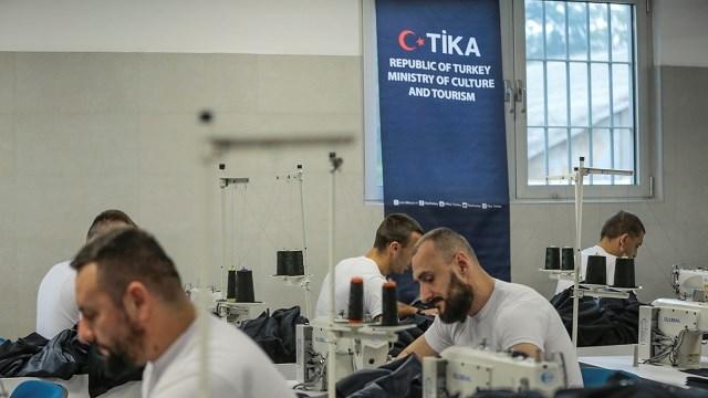 TİKA, Bosna Hersek'teki Zenica Cezaevinde dikiş atölyesi açtı