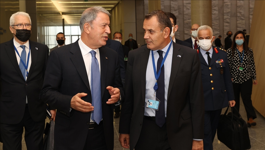 Milli Savunma Bakanı Akar'dan Yunan heyete Türkiye daveti