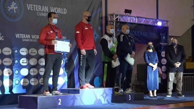 Veteran milli güreşçilerden Yunanistan'da iki madalya