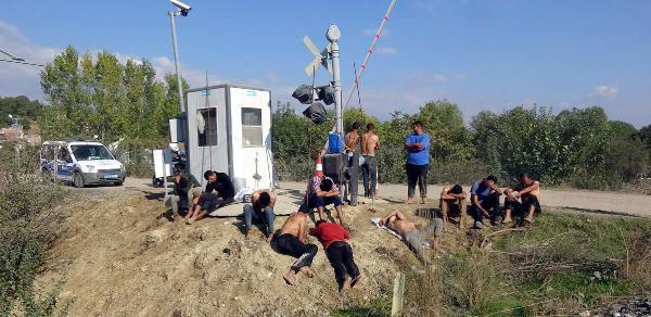 Yunanistan, para ve kıyafetlerini aldığı göçmenleri dövdü, Türkiye'ye itti
